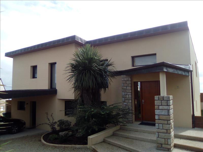 Maison PLOUGONVELIN - (29)