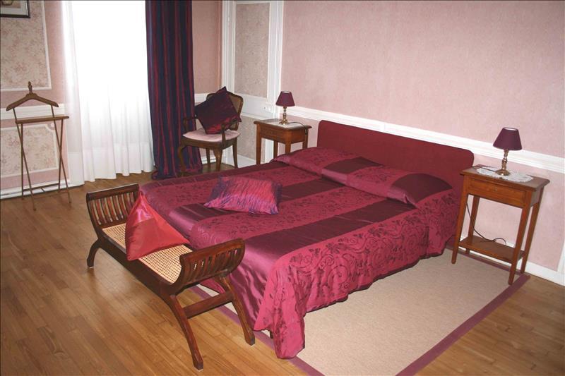 Maison ST THEGONNEC - 9 pièces  -   260 m²