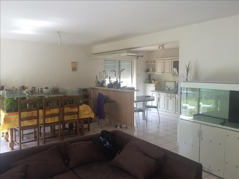 Maison COMMANA - 6 pièces  -   115 m²