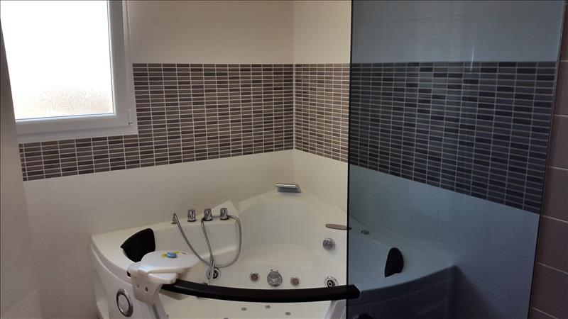 Maison PLOUESCAT - 6 pièces  -   132 m²
