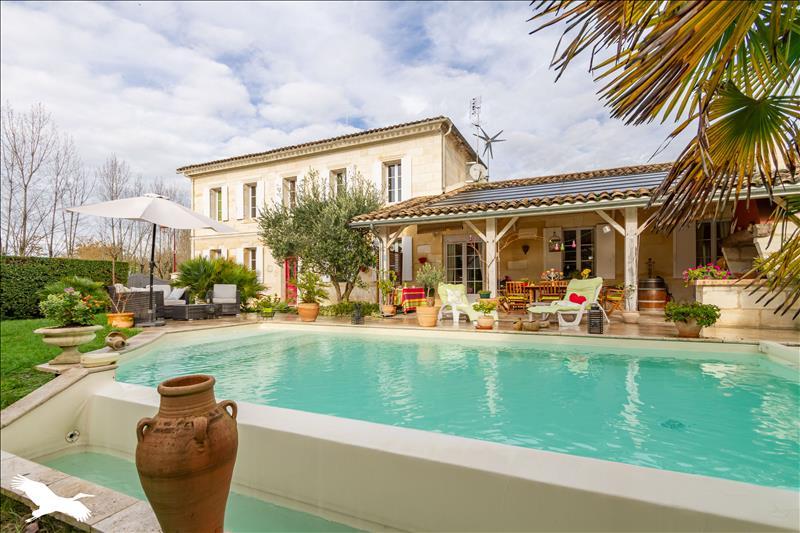 Maison  - 7 pièces    - 265 m² - SAVIGNAC DE L ISLE (33)
