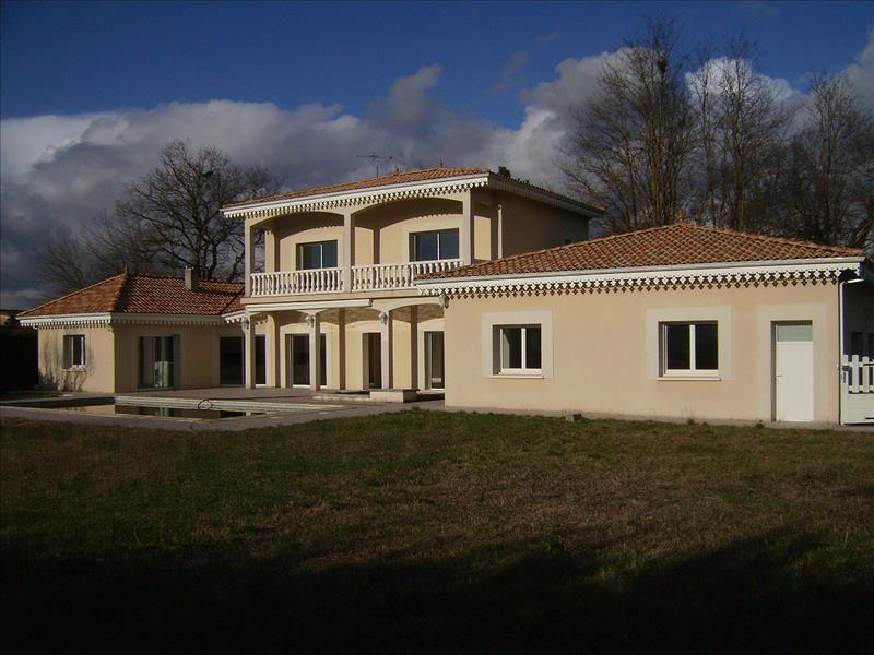 Maison PERISSAC - 9 pièces  -   241 m²