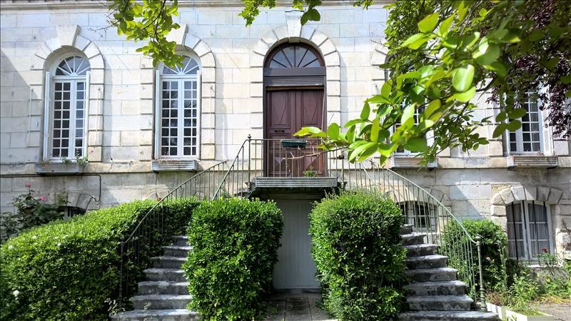 Maison CHATEAUNEUF SUR CHARENTE - (16)
