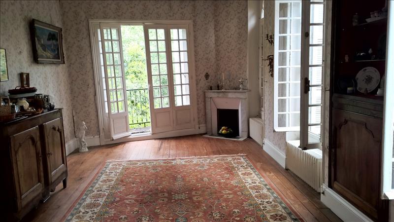 Maison CHATEAUNEUF SUR CHARENTE - 8 pièces  -   203 m²