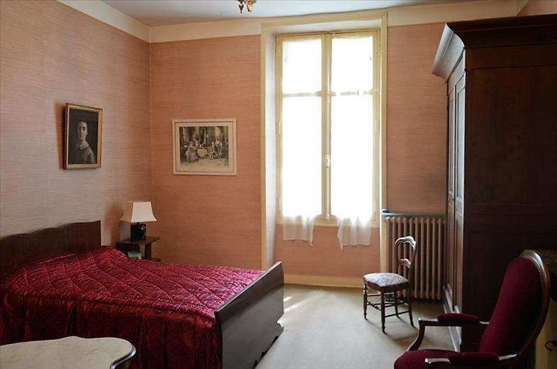 Maison AYEN - 7 pièces  -   260 m²