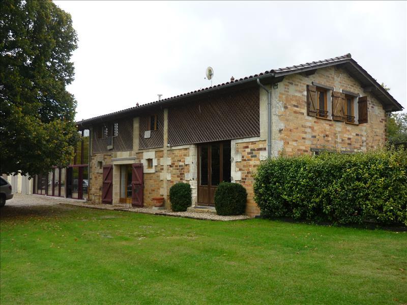 Maison MOULIS EN MEDOC - 8 pièces  -   314 m²