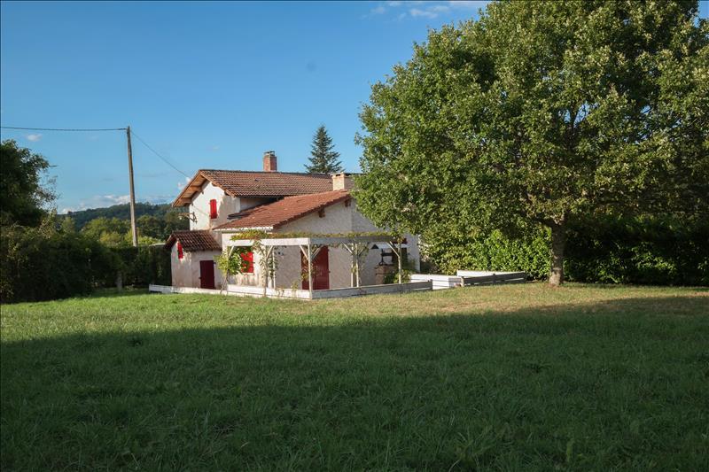 Maison  - 4 pièces    - 105 m² - SARRAZAC (46)