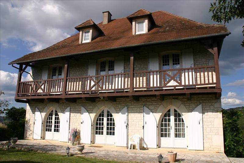Maison ALTILLAC - 8 pièces  -   300 m²