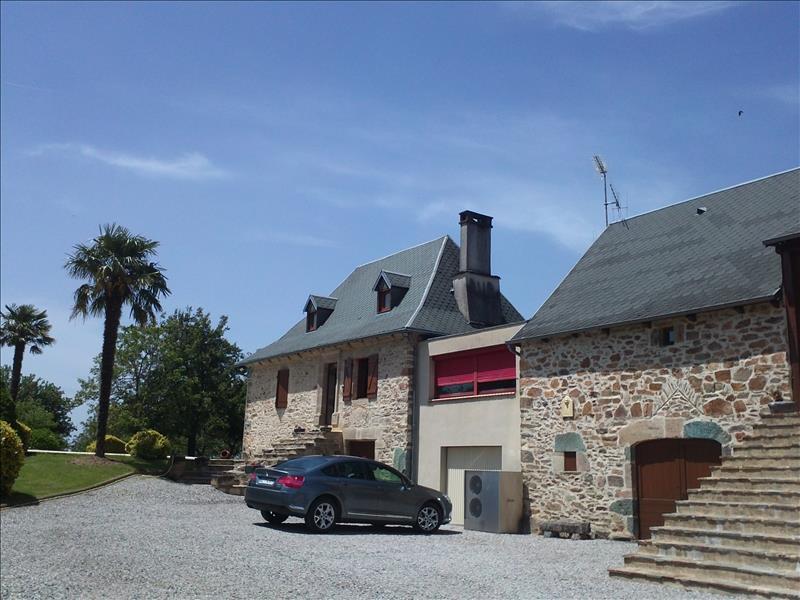 Maison CAHUS - 6 pièces  -   274 m²