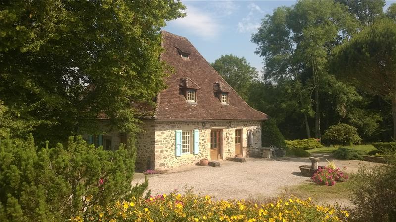 Vente Maison ALTILLAC (19120) - 8 pièces 237 m²