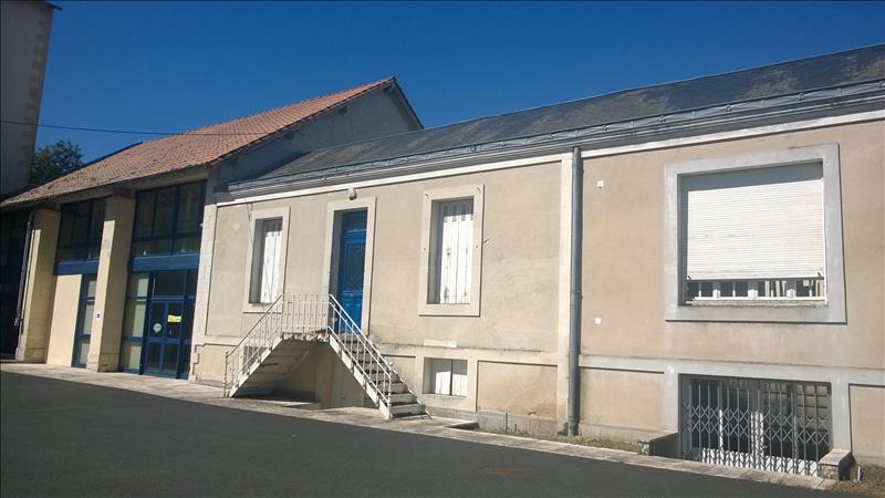 Immeuble MAUZE SUR LE MIGNON - 20 pièces  -   150 m²