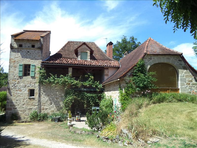 Maison FOURMAGNAC - 7 pièces  -   200 m²