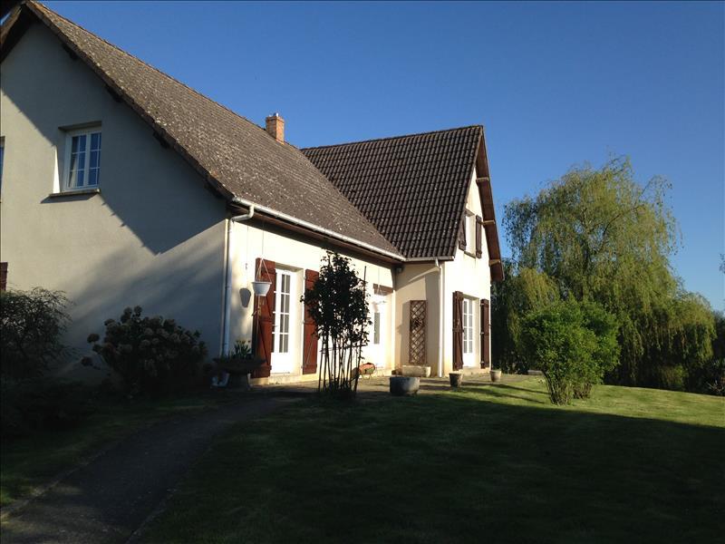 Maison LOURDOUEIX ST PIERRE - 7 pièces  -   215 m²