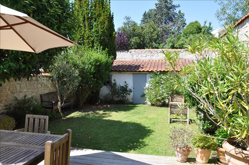 Maison LA ROCHELLE - 6 pièces  -   140 m²