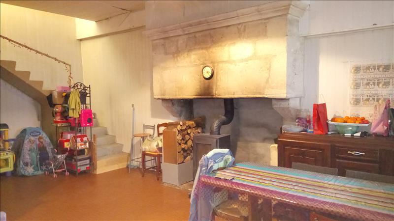 Maison ST GENIS D HIERSAC - 3 pièces  -   95 m²