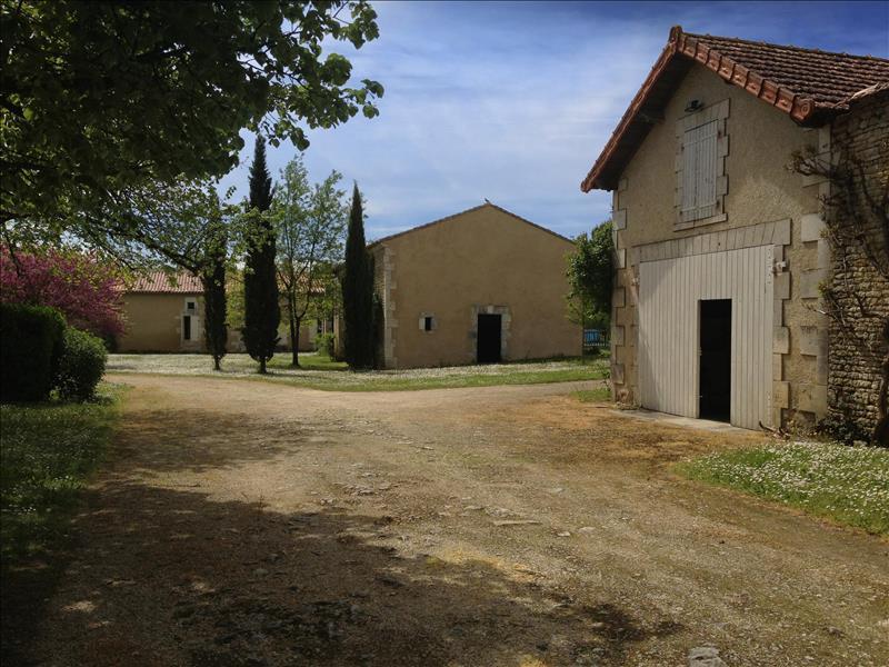Maison ST CYBARDEAUX - 13 pièces  -   250 m²