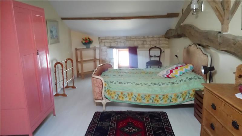 Maison  - 7 pièces    - 215 m² - ROUILLAC (16)