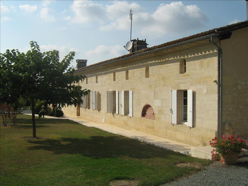 Maison CERCOUX - 7 pièces  -   267 m²