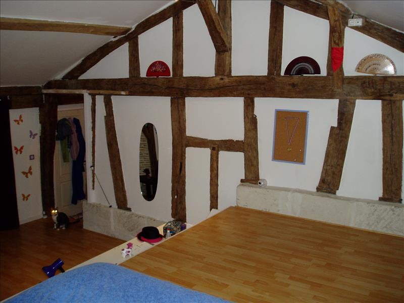 Maison ST AIGULIN - 5 pièces  -   185 m²