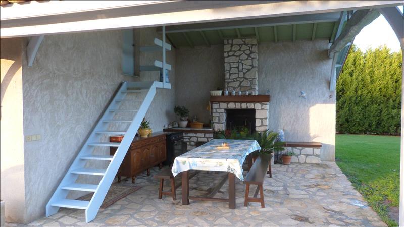 Maison MONTGUYON - 5 pièces  -   152 m²