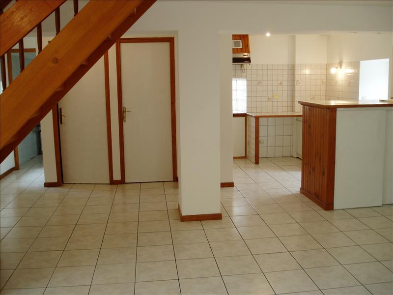 Maison MONTGUYON - 4 pièces  -   90 m²