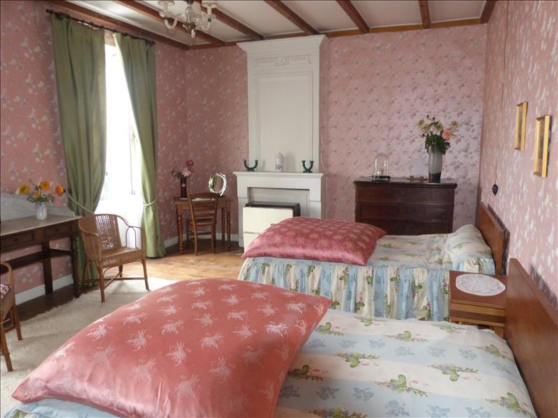 Maison MONTLIEU LA GARDE - 8 pièces  -   269 m²
