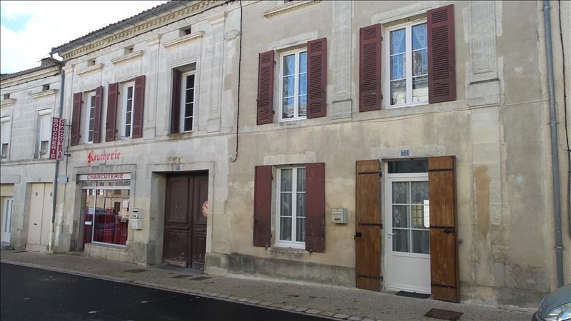Maison  - 9 pièces    -   300 m² - MONTLIEU LA GARDE (17)