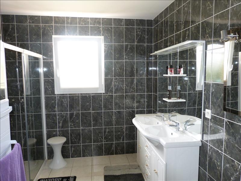 Maison LE FOUILLOUX - 5 pièces  -   187 m²
