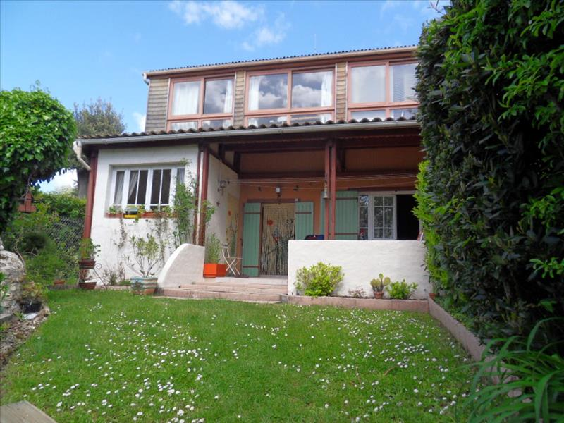 Maison MONTGUYON - 6 pièces  -   177 m²