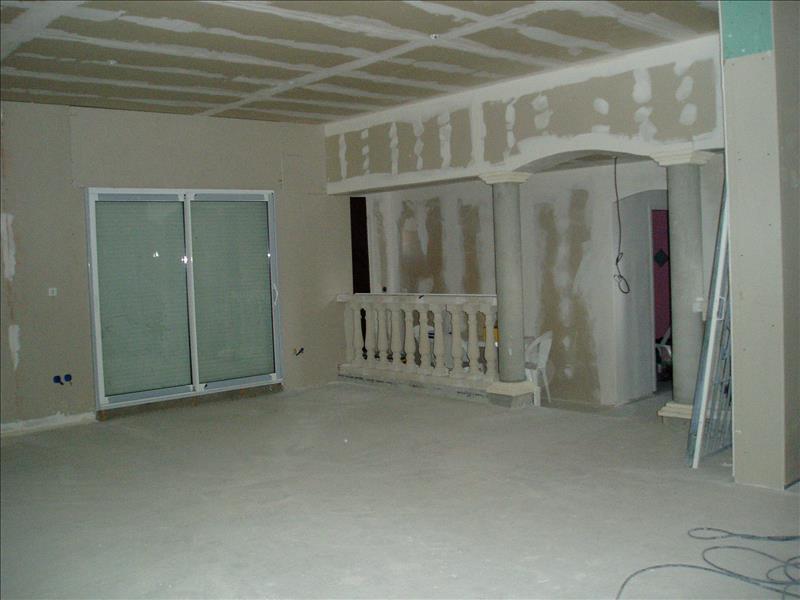 Maison MONTGUYON - 4 pièces  -   130 m²