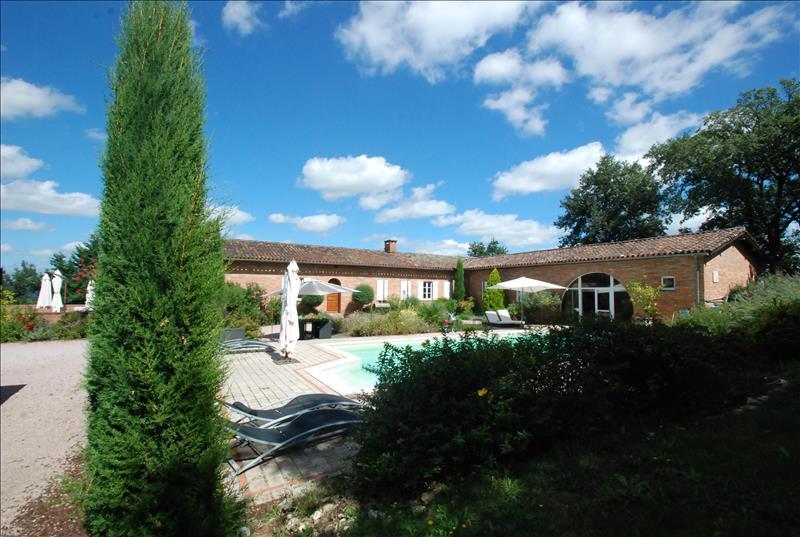 Maison LEVIGNAC - 8 pièces  -   300 m²