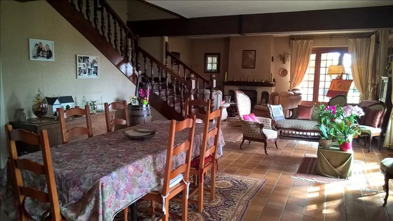 Maison AIXE SUR VIENNE - 6 pièces  -   224 m²