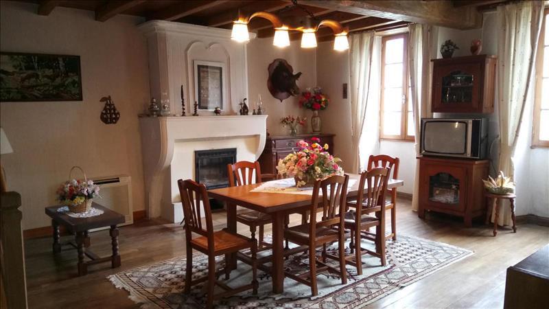 Vente Maison CHADENAC (17800) - 8 pièces - 190 m² -