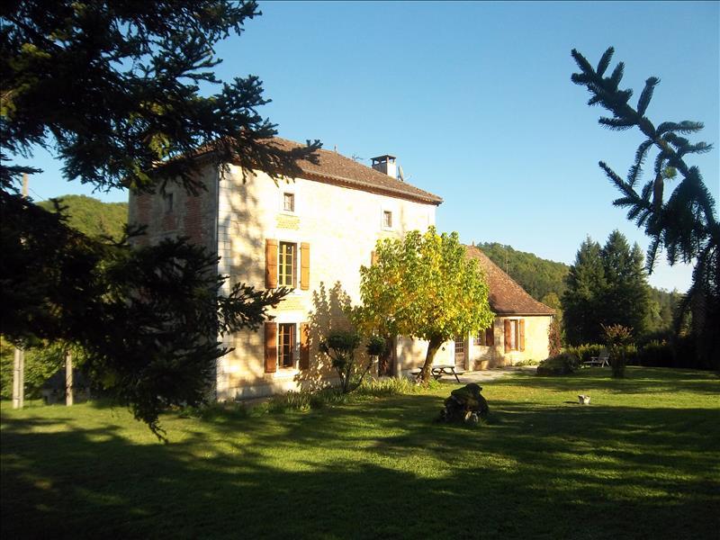 Maison LES JUNIES - 8 pièces  -   290 m²