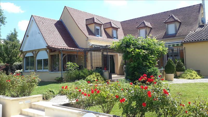 Maison PAYRIGNAC - 8 pièces  -   200 m²