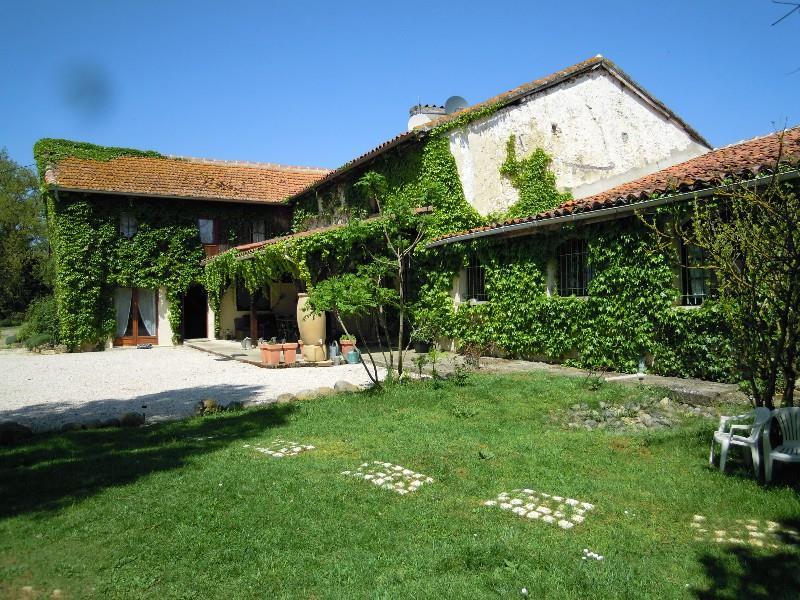 Maison MONTESQUIOU - 15 pièces  -   371 m²