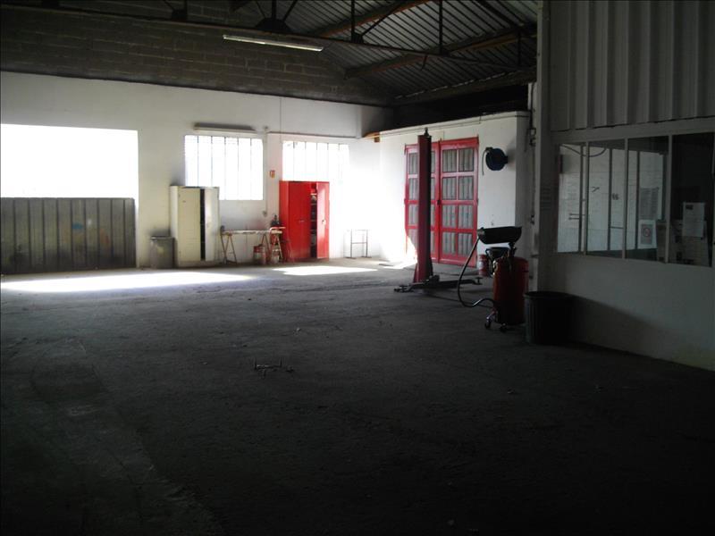 Local commercial VILLECOMTAL SUR ARROS - (32)