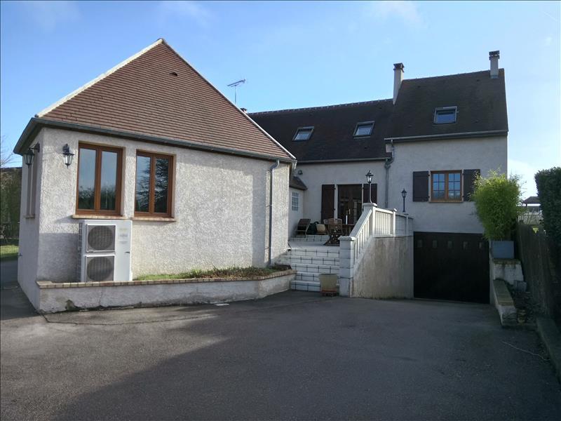 Maison MENERVILLE - 7 pièces  -   160 m²