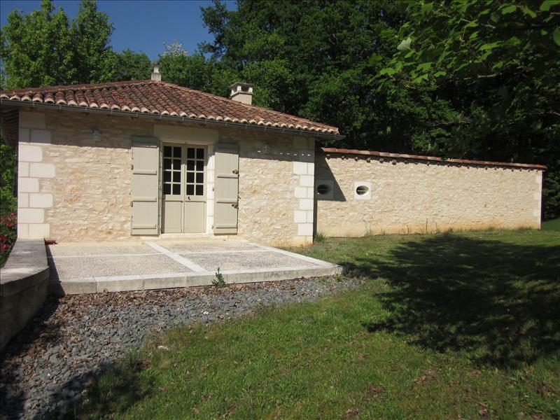 Maison ST JEAN DE COLE - 6 pièces  -   150 m²