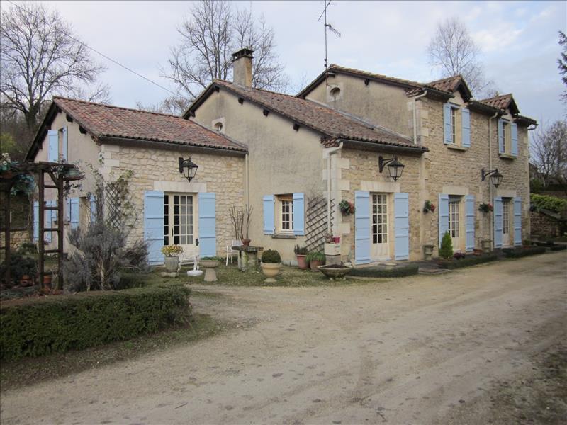 Maison ST ROMAIN ET ST CLEMENT - 9 pièces  -   218 m²