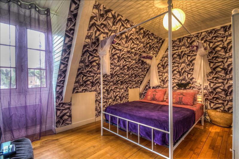 Maison THIVIERS - 6 pièces  -   196 m²