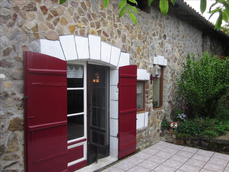 Maison MILHAC DE NONTRON - 5 pièces  -   118 m²