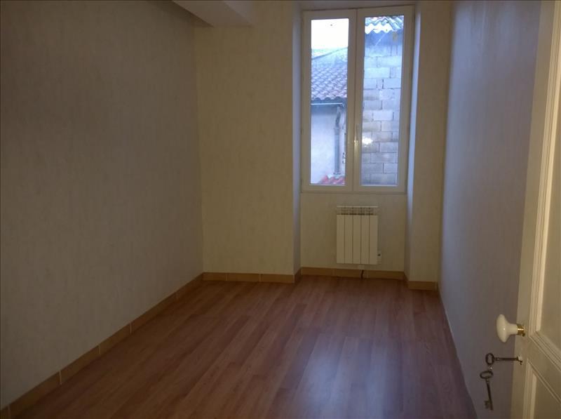 Maison BARBEZIEUX ST HILAIRE - 4 pièces  -   71 m²
