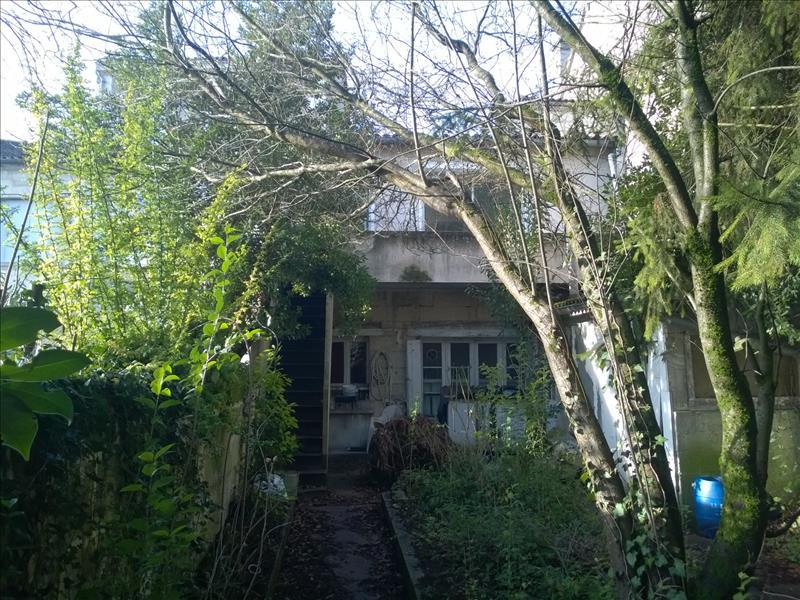 Maison BARBEZIEUX ST HILAIRE - 7 pièces  -   165 m²