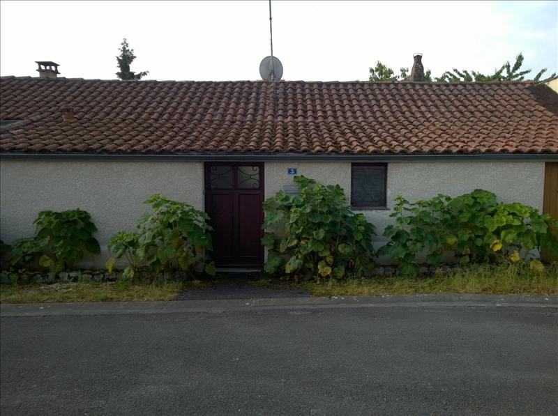 Maison BARBEZIEUX ST HILAIRE - (16)