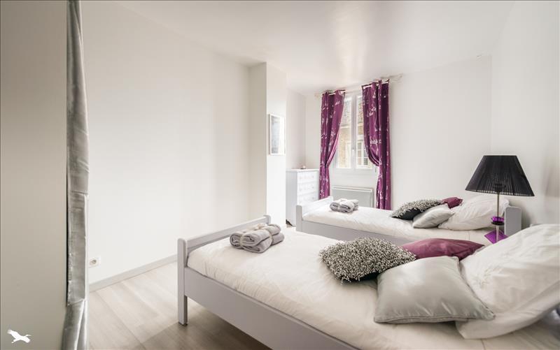 Maison VERT - 13 pièces  -   360 m²