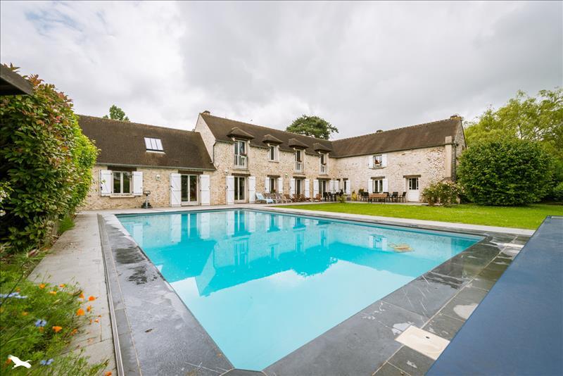 Maison CIVRY LA FORET - 9 pièces  -   320 m²