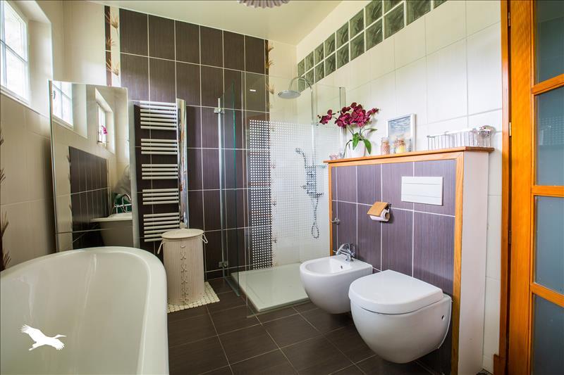 Maison ST MARTIN DES CHAMPS - 10 pièces  -   231 m²