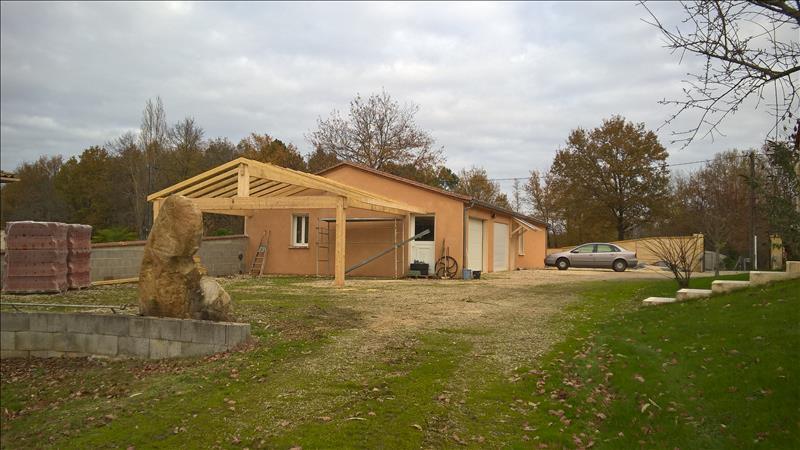 Maison EGLISE NEUVE DE VERGT - 8 pièces  -   250 m²