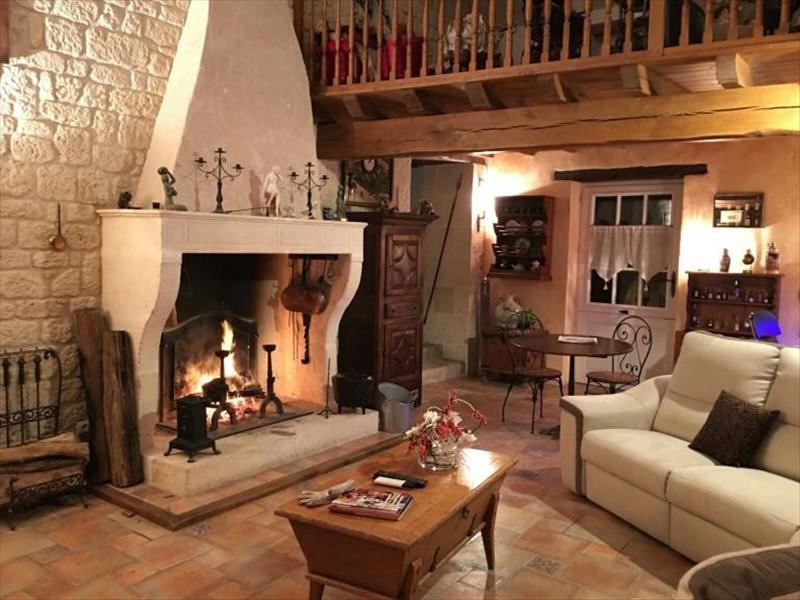 Maison ST YRIEIX SUR CHARENTE - 7 pièces  -   240 m²